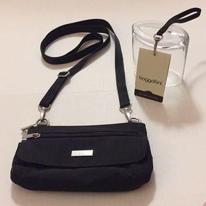 Baggallini travel bag wristlet or shoulder